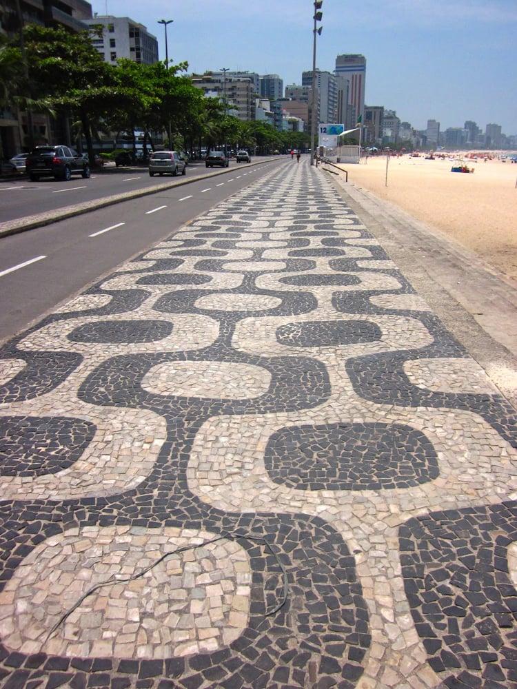 black and white stone swirls boast the most contemporary of Brazilian culture.