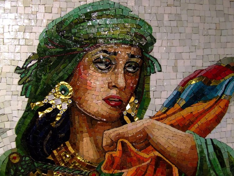 Lilian has the ability to capture the emotions of her subjects in a beautiful mosaic artwork.