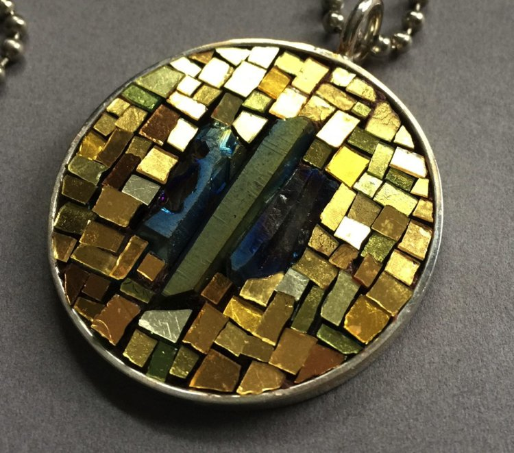 Golden micro mosaic pendant made of gold and other precious materials