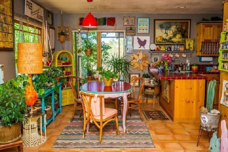 Maximalism interior design in the kitchen and dining room.