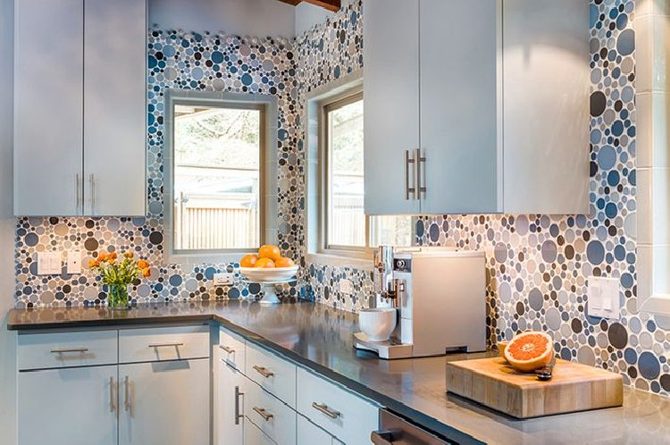 Gorgeous kitchen mosaic backsplash.