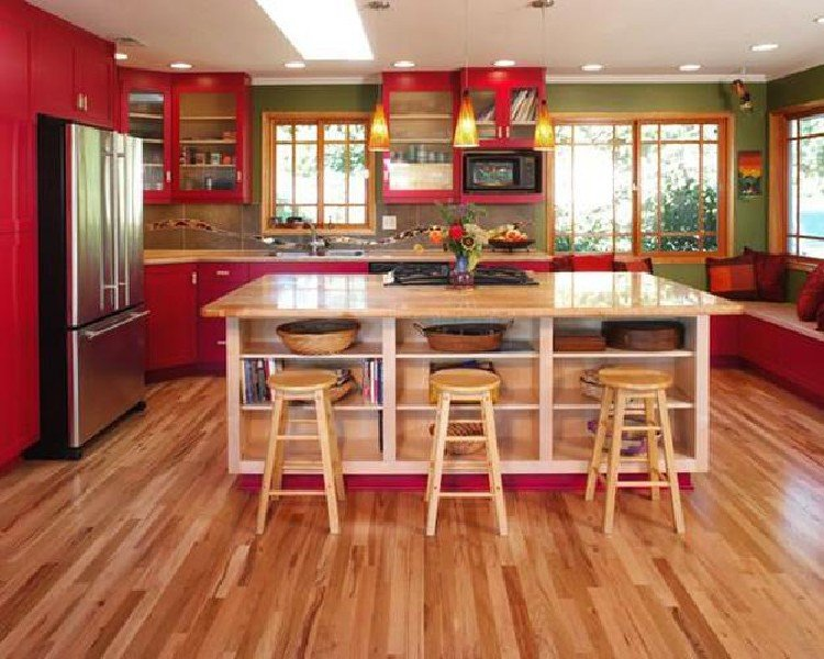 Red is gorgeous for kitchen interiors.