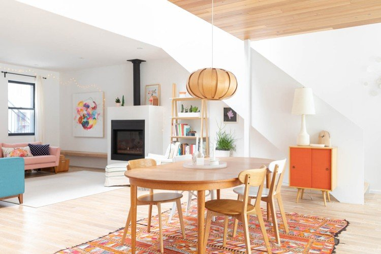 Transition from minimalism to maximalism designs.