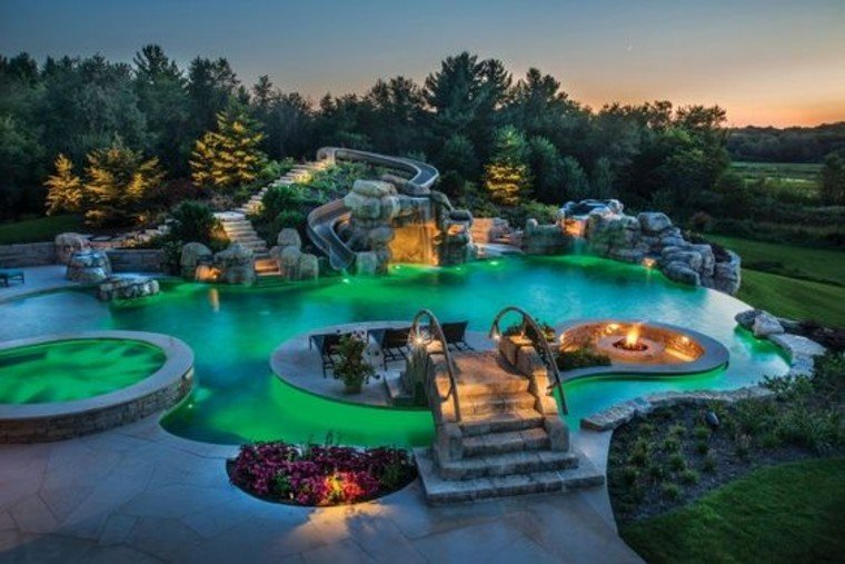 Beautiful swimming pool lighting.