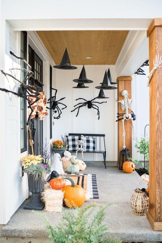 Perfect Halloween porch design. Home interiors Halloween ideas.