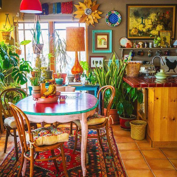 Colorful maximal interiors