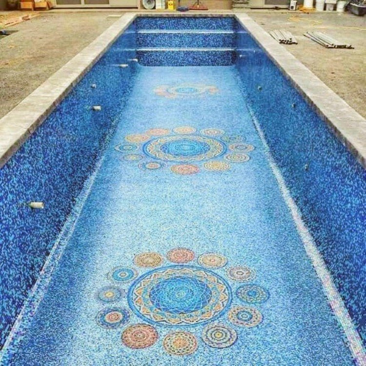 Glass mosaic tiles and mosaic artwork for pools